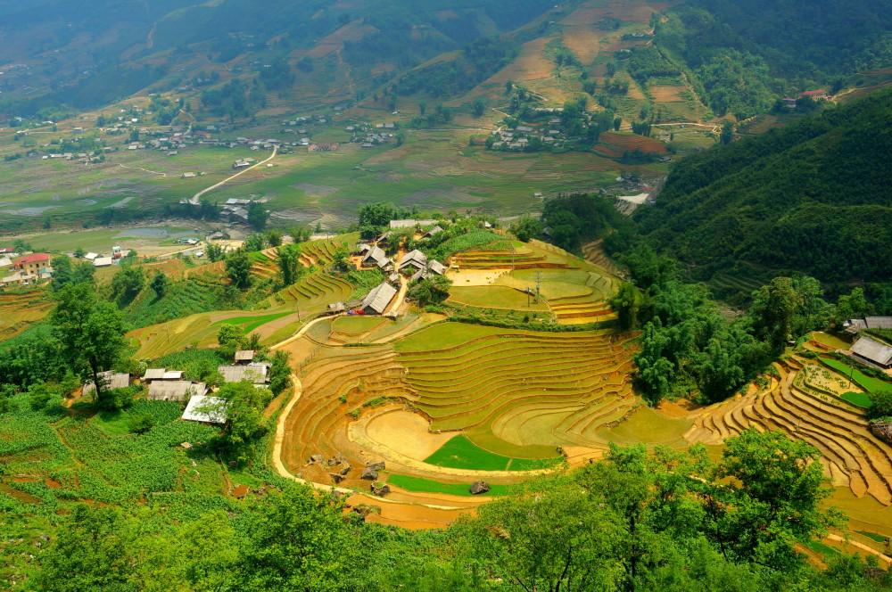Prachtig uitzicht over een vallei op weg naar Hâú Thào