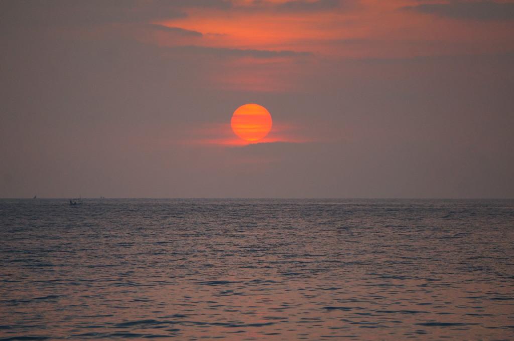 Mooie zonsondergang nabij Nusa Lembongan