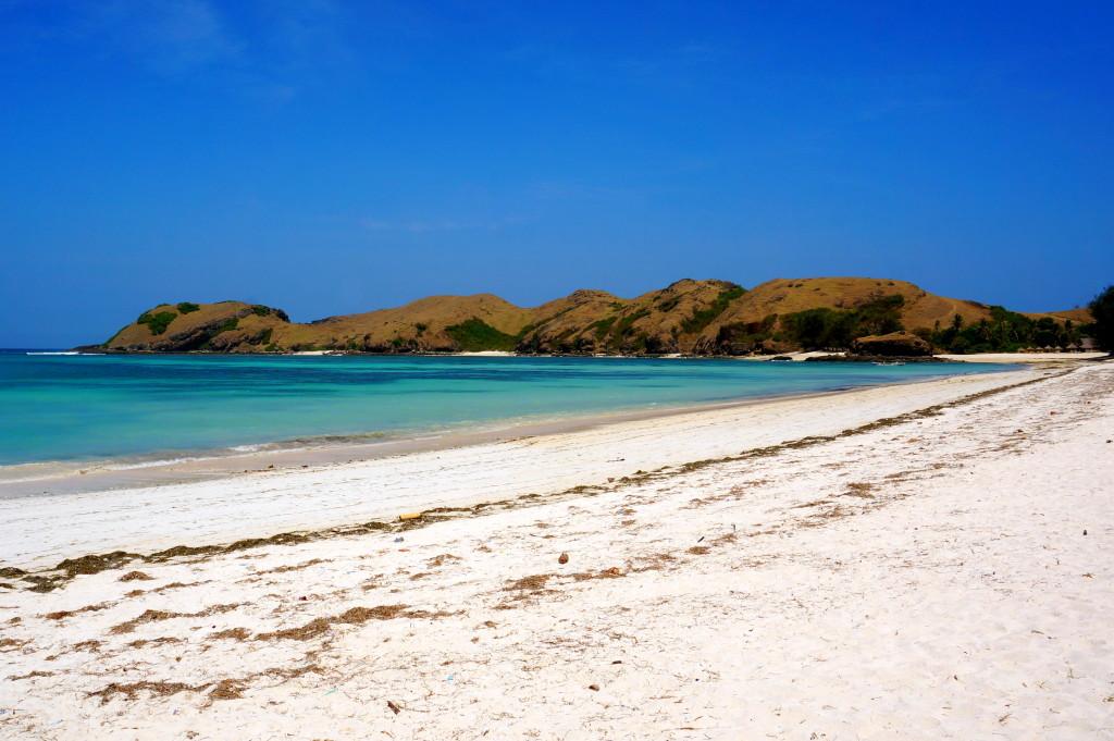Witte zandstranden op Lombok. En bijna het strand voor ons alleen :-)