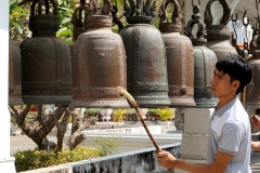 A local is ringing bell after his temple visit - Saraburi - Esmeralda Groen